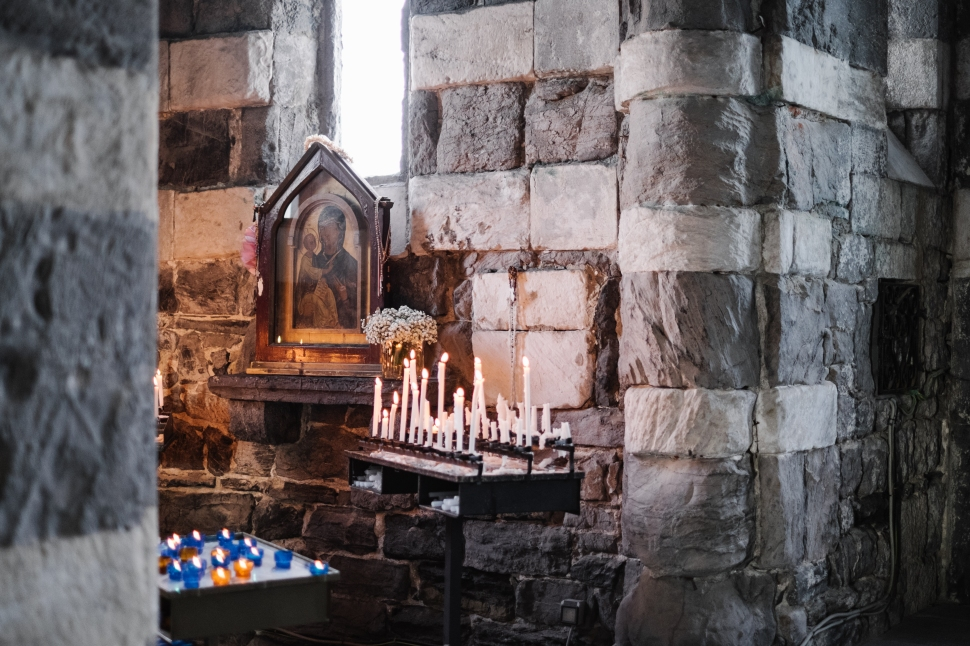 5-portovenere-st-peter-church-candle