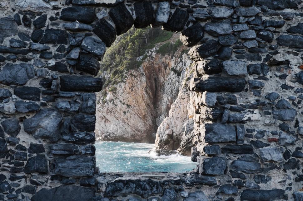 8-portovenere-doria-wall-ocean